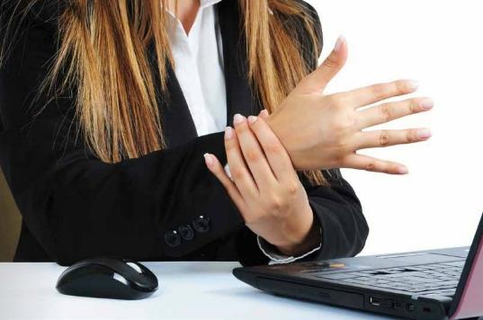 Fazla Teknoloji El ve Parmaklara Zararlı
