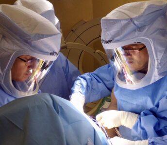 Artroplasti Uzay Elbisesi ile Sıfır Cerrahi Enfeksiyon Riski